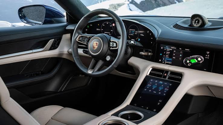 Porsche-Taycan-dashboard