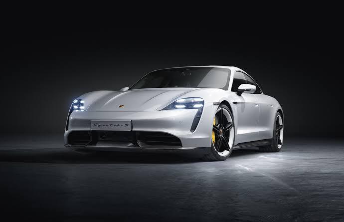 Porsche-Taycan-turbo-s-2020