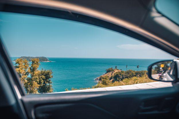 Los pros y los contras de viajar en coche